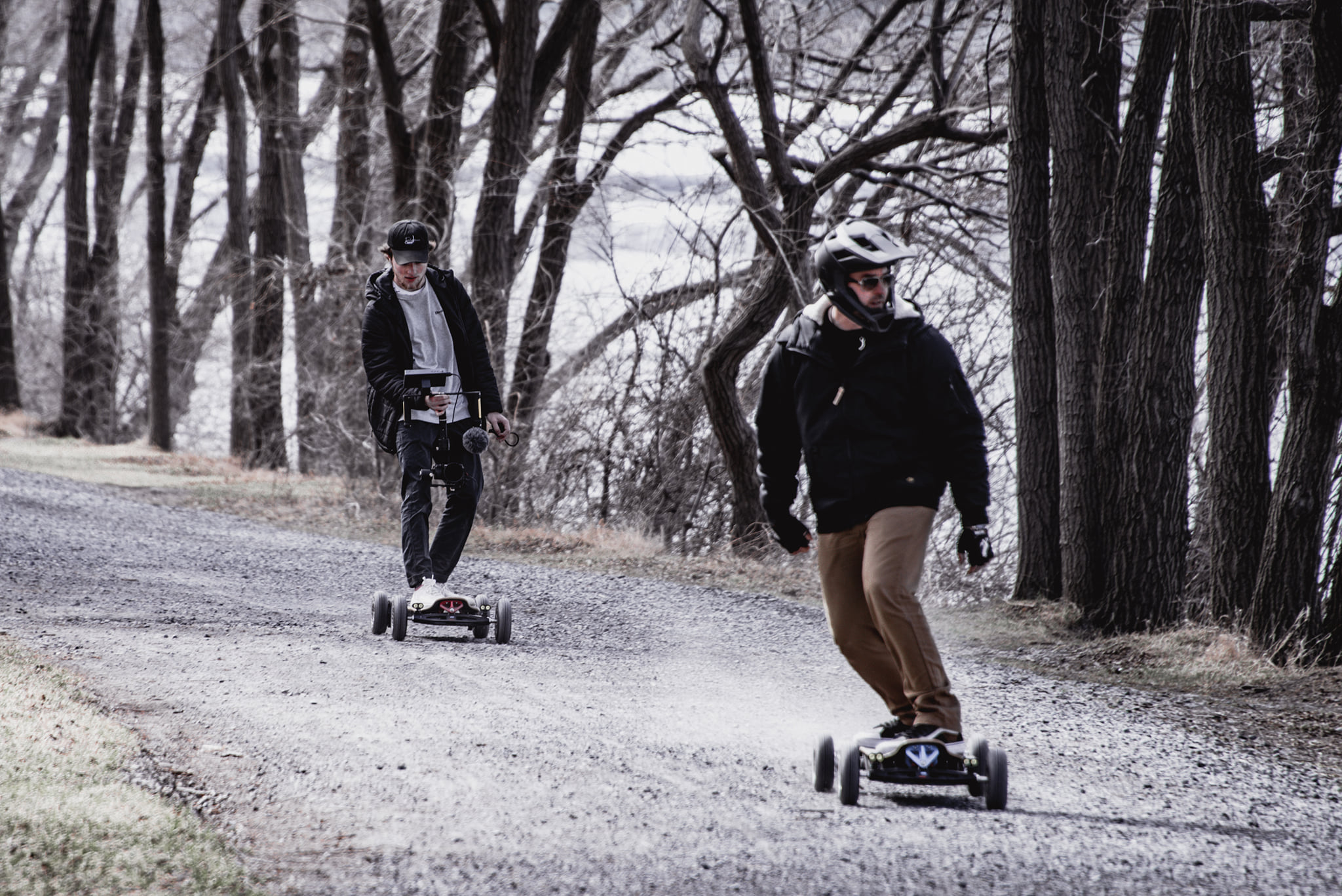 What are the advantages of an electric longboard?